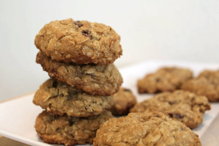 oatmeal-choc-chip-cookies-main
