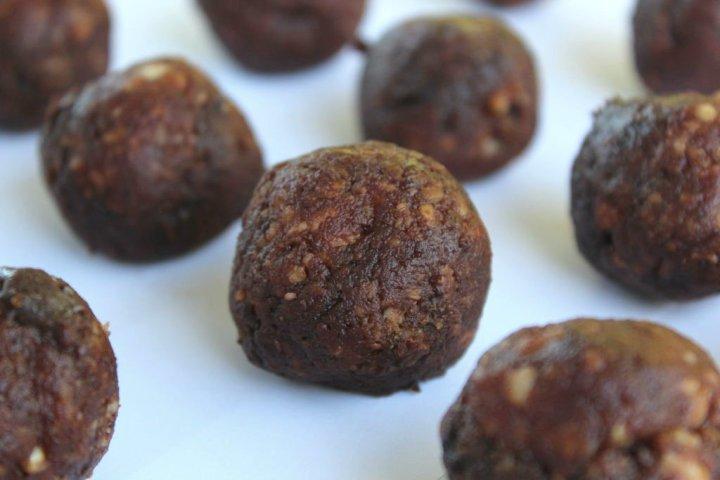 fruit-nut-snack-balls-main