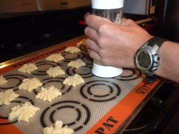spritzing-cookies
