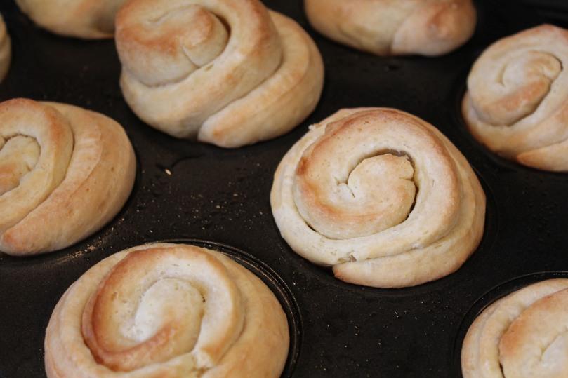buttery-dinner-rolls-main-2